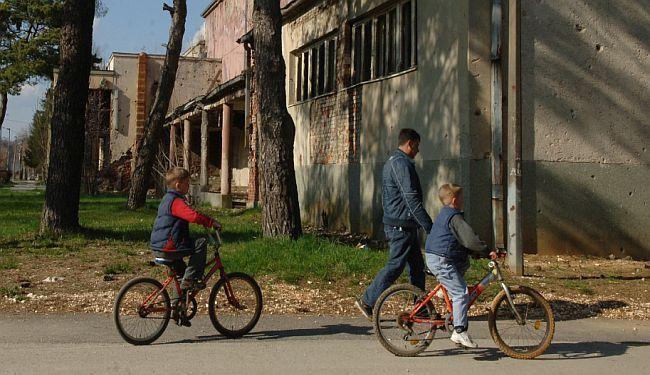 """ODGOVORNOST PREMA DRUŠTVU: """"Hrvatska može bolje"""" ostatkom novca od prosvjeda stipendira mlade roditelje"""