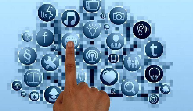 SVE ZA LAJK: Najezda političara na društvene mreže
