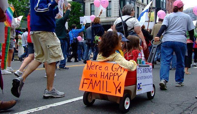 GOTOVO JE DOBA IGNORIRANJA: Homoseksualne osobe u Češkoj od sada mogu usvojiti partnerovo dijete