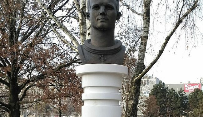 HULIGANI NA DJELU: Oštećen spomenik prvom čovjeku u svemiru; vandali palili Gagarinov spomenik