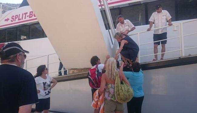 ČARI KONCESIJE: Stanovnici Mljeta blokirali brod, putnike prebacivali preko ograde
