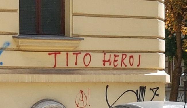 "ODGOVOR NA NAPAD NA TITOV TRG: Natpisi ""Tito heroj"" osvanuli u centru Zagreba"