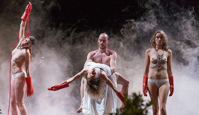 24 SATA VRTLOGA GLAZBE I PLESA: Gotovo 30 plesača i glumaca vodilo nas je svim znanim i neznanim stazama