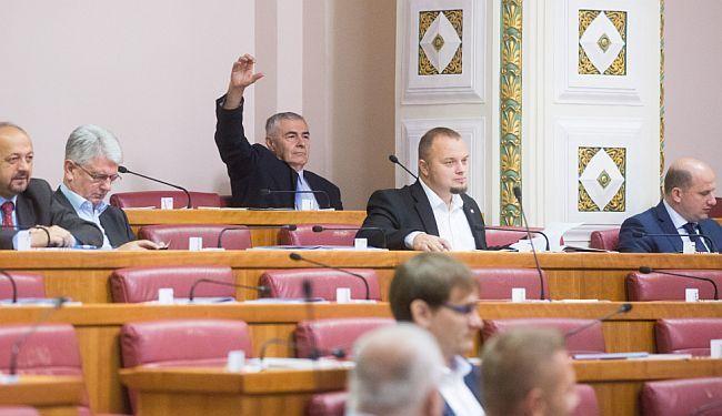 POLITIČKA ZVIJEZDA U NALETU: Kako Željko Glasnović uporno bombardira Sabor
