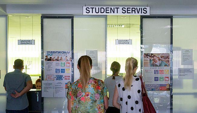 OBRAZOVANJE JE ZA BOGATE: Studenti - jeftina radna snaga u socijalno urušenoj državi