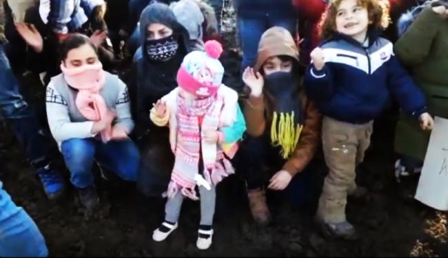 """PROTEST IZBJEGLICA NA BOŽIĆ, NA HLADNOĆI: """"Mi postojimo! Djeca su s nama, bolesnici, žene. Tko smo mi?"""""""