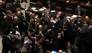 UMJESTO GOVORANCIJE OD 29 SATI: Kaos u talijanskom parlamentu, prema kojem su rasprave u Saboru obična sapunica