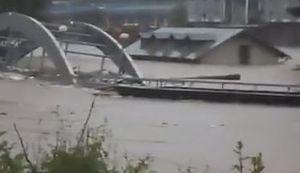 BOSNA POD VODOM: Fotografije i video zapisi zastrašujućih poplava u srednjoj Bosni