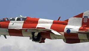 A VOLIMO PARADE: Zašto je hrvatska osuđena strepiti od zvuka vlastitih vojnih aviona na svom nebu?