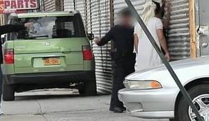 PROFIL RASIZMA UHVAĆEN SKRIVENOM KAMEROM: Ovako reagira budni policajac u dvije sasvim slične situacije