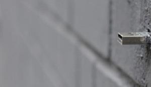 EVOLUCIJA PORUKE U BOCI: USB u zidu