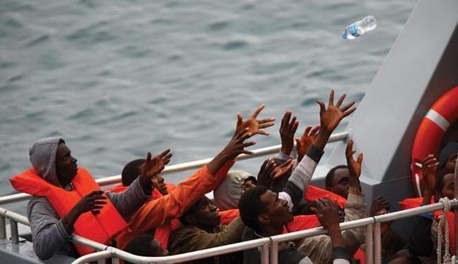 NAJVEĆA TRAGEDIJA NA MEDITERANU DO SADA: Prevrnuo se brod sa 700 libijskih emigranata, dosad spašeno 50 ljudi!