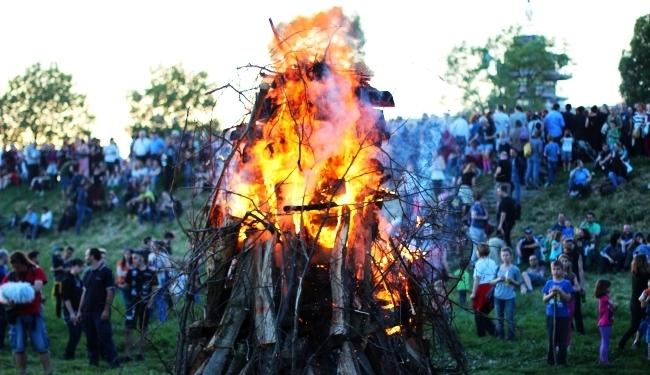 OPET GORE TRNJANSKI KRESOVI (FOTO): Gori, gori fantastična vatra...
