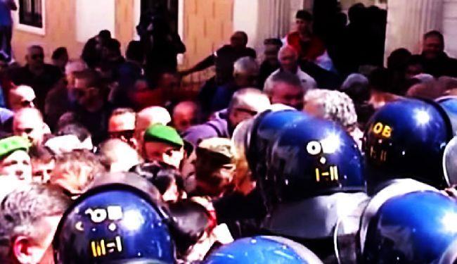"""BRANITELJI-AGRESORI: Policija objavila snimke """"mirnog i dostojanstvenog"""" prosvjeda na Markovom trgu"""
