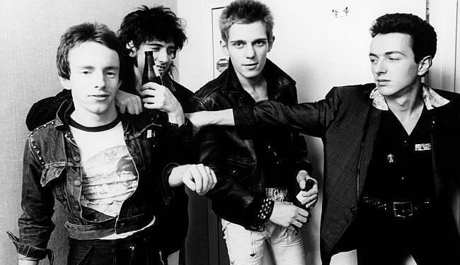 ZAPALITE KUĆU!: Zaokružena priča o legendarnoj punk grupi The Clash