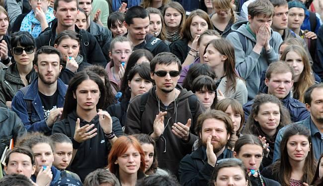OČEKIVANO BEZ IDEJE I KREACIJE: Što mladima nude političke opcije uoči nedjeljnih izbora