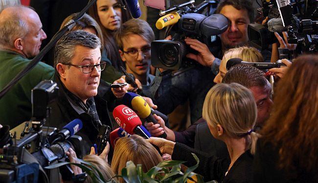 PITA LI SE ŠTO MANDATARA: Hoće li se Orešković pomiriti s ulogom koju su mu namijenili Karamarko i Petrov?