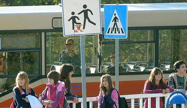 TKO TU KOGA VOZA: Ukidanje subvencija na prijevoz srednjoškolcima udar je na one najslabije