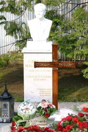 USTANI SLOBO, SRBIJA TE ZOVE: Ovakva Srbija itekako zaslužuje spomenik Slobodanu Miloševiću