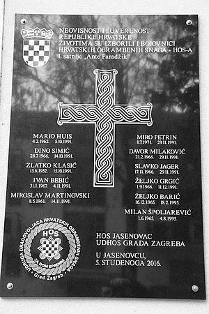 LAKU NOĆ HRVATSKA: U Jasenovcu postavili spomen ploču sa ustaškim pozdravom Za dom spremni