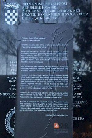 MLADI LJUDI U AKCIJI: Preko jasenovačke ploče sa ustaškim pozdravom zalijepili poruku HOS-ovcima. Pročitajte je