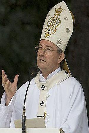 ZLATNO TELE NA PERISTILU: Dižem glas protiv Crkve mojih roditelja i optužujem...