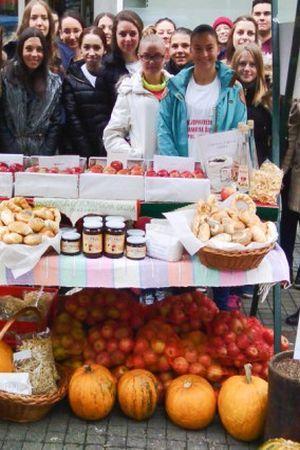 ŠKOLA ZA PRIMJER: Učenici proizvode sokove od voća iz školskog voćnjaka