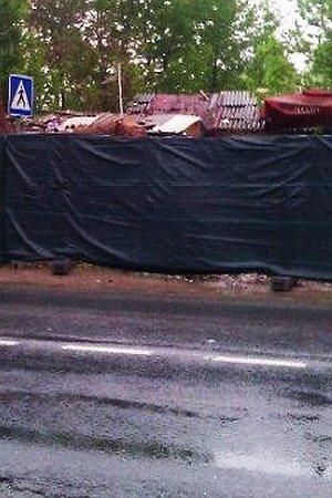 BEOGRADSKA SRAMOTA: Za potrebe Beogradskog maratona romska naselja sakrili crnom ogradom