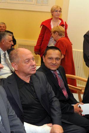 SVEČANA SRAMOTA U VUKOVARU: U Merčepovom društvu političari pozvali na zabranu dvojezičnih ploča