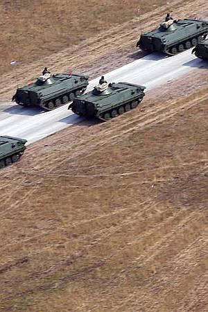 PARADA TAŠTINE I MILITARIZMA: Socijaldemokraciji su draži tenkovi od umirovljenika koji kopaju po smeću