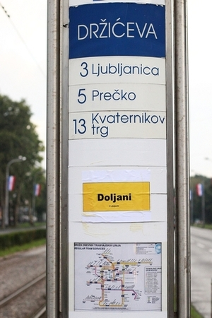 ZAGREPČANI UPOZORILI NA STRADANJE SRBA U OLUJI: Na ruti vojne parade osvanula imena srpskih sela u kojima su se dogodili zločini