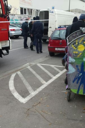 """DOŠLI I VATROGASCI: Dvoje aktivista Inicijative """"Dobrodošli"""" privedeni zbog poruke Milanoviću i Tusku"""