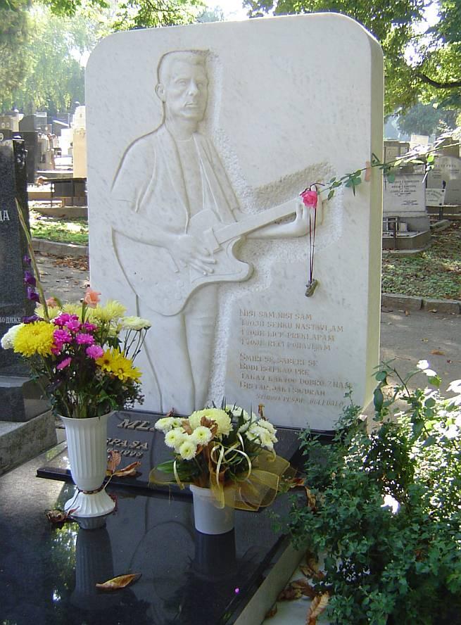 Grob Milana Mladenovića