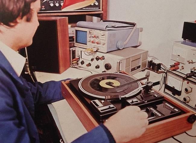 RIZ gramofon