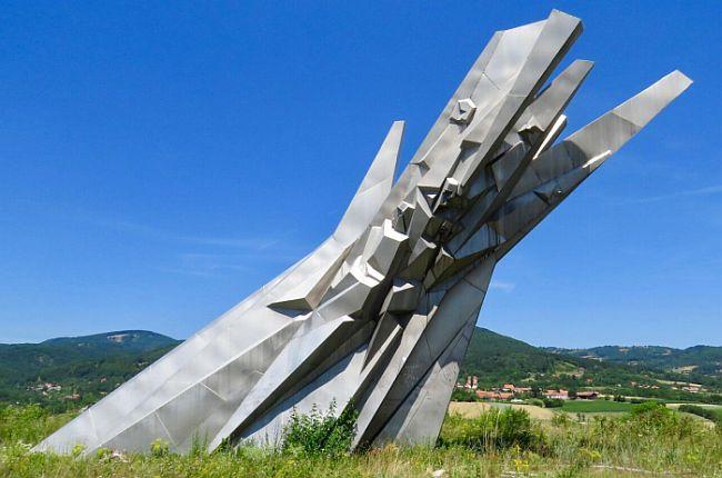Spomenik hrabrima Ostra