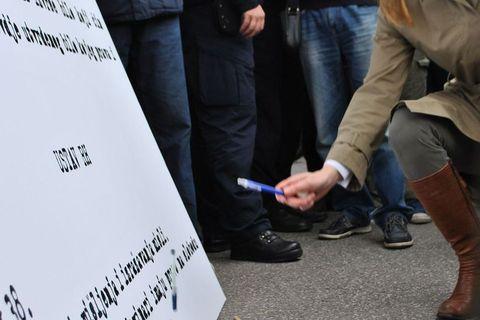 """KAD NOVINARI PROSVJEDUJU: """"Dolje ministar torture"""""""