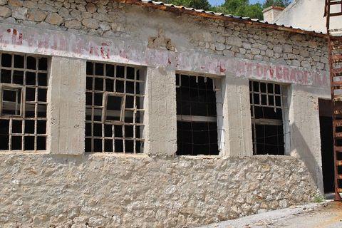 Nekad su na fasadama stajale ideološke poruke, a danas više nisu čitke
