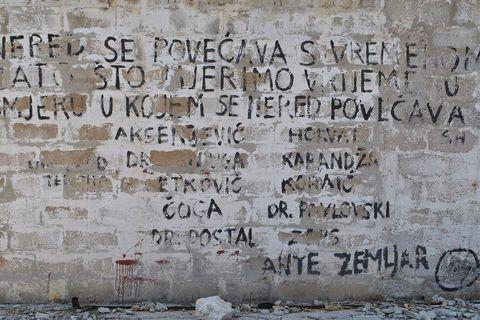 Jedna od poruka na golootočkim zidovima