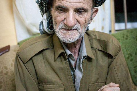 Stari Kurd, glava obitelji čiji su sinovi pripadnici Pešmergi - vojske iračkog Kurdistana - a sam je služio u Sadamovim inženjerskim postrojbama