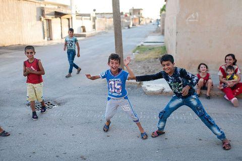 Djeca u igri u Qamishliju, u jednoj od najsiromašnijih četvrti