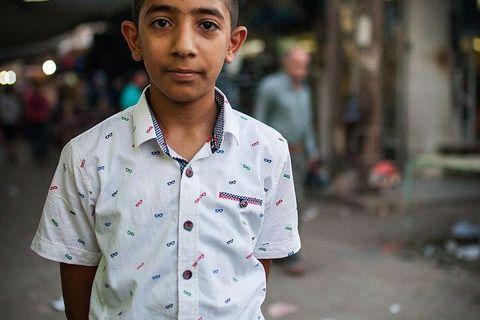 Dječak nam pozira na ulicama Qamishlija