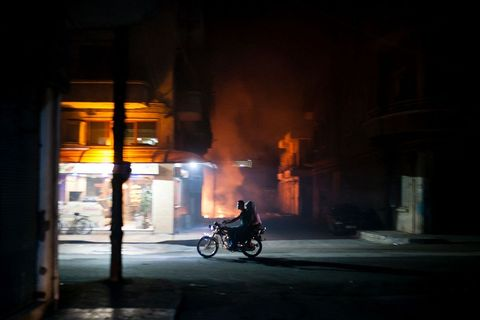 Noćne ulice Qamishlija, neslužbene prijestolnice neslužbene države