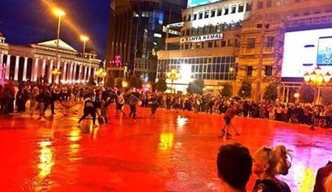 PODSJETNIK NA PROLIVENU KRV: Zacrvenio se glavni trg u Skoplju