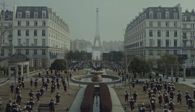 NAPUŠTENI PARIZ: Pet minuta surove budućnosti