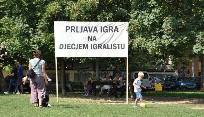 "TKO TEBE ARGUMENTOM, TI NJEGA MOLITVOM: Pater Ike i don Stojić mole ""protiv komunjara"" na Savici"