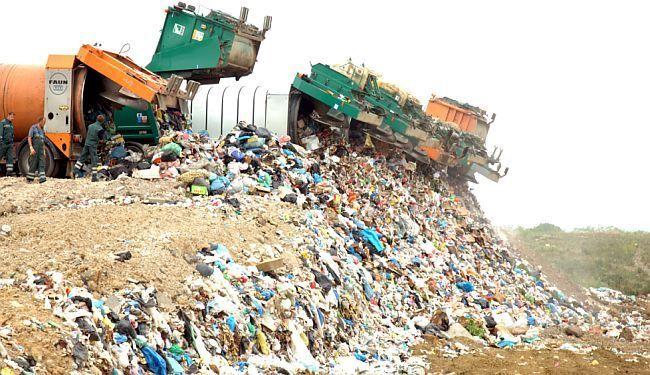 """""""RAT"""" JINGLEOVIMA: Što je građanima važnije - problem smeća ili najbolji advent?"""