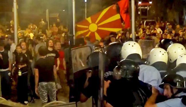 PREKO STOTINU NOVINARA IZ REGIJE ZA KOLEGE U MAKEDONIJI: Solidarno uz novinar(k)e koje tuku, hapse, prisluškuju