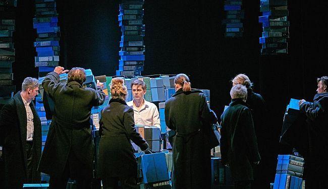STOMINUTNA STORIJA: Jozef K. u raljama plavih registratora