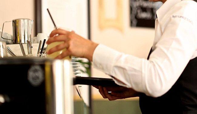BURE BARUTA: Zato i jesmo konobari, po nacionalnosti, a ne po zanimanju