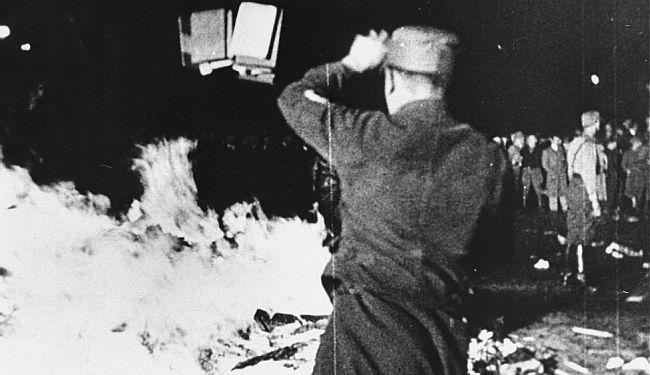 REPORTAŽA SA SUZAMA U OČIMA: Povijesni plamen nepoćudnih knjiga 1933. u Berlinu